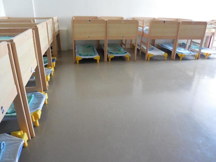 nouveaux lits superpos s dans le dortoir des petits parents d 39 l ves cugnot. Black Bedroom Furniture Sets. Home Design Ideas